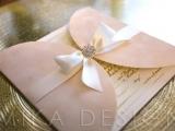 invitatie nunta catifea ivory cu accesoriu cristal