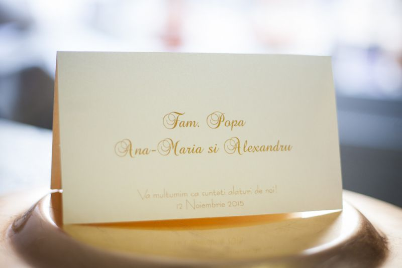 Card de masa elegant din carton ivoire