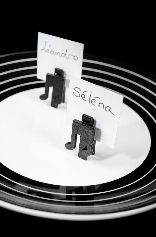 Clestisor negru note muzicale - poza 1