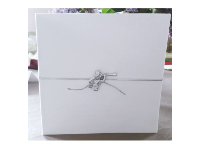 Invitatie eleganta din catifea alba cu ingeras - poza 1