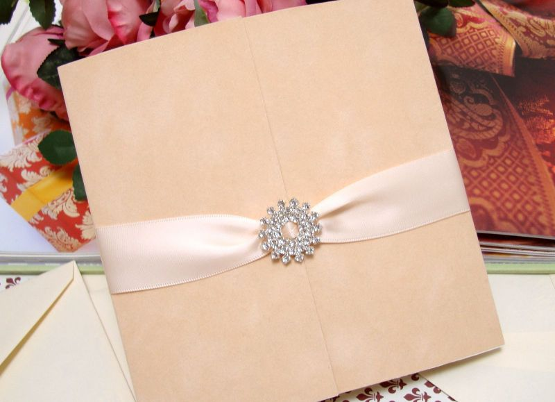 Invitatie de nunta din catifea  si accesorii cristale - poza 3