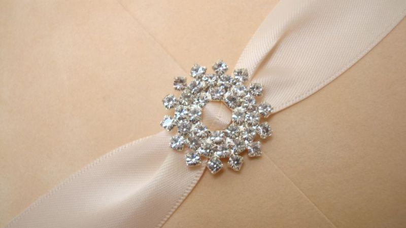 Invitatie de nunta din catifea  si accesorii cristale - poza 2