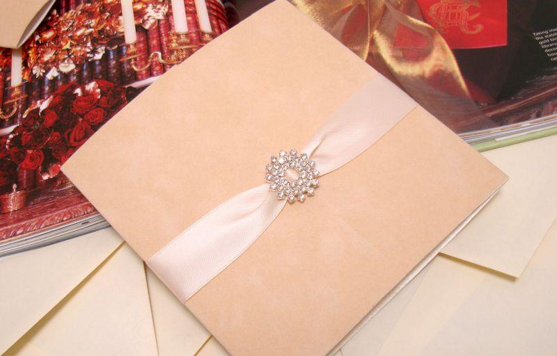 Invitatie de nunta din catifea si accesorii cristale - poza 1