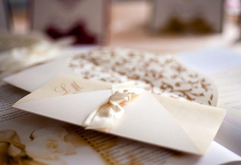 Invitatie nunta crem cu funda satin - poza 3