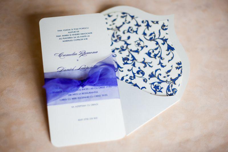 Invitatie nunta cu funda din organza albastru electric - poza 1