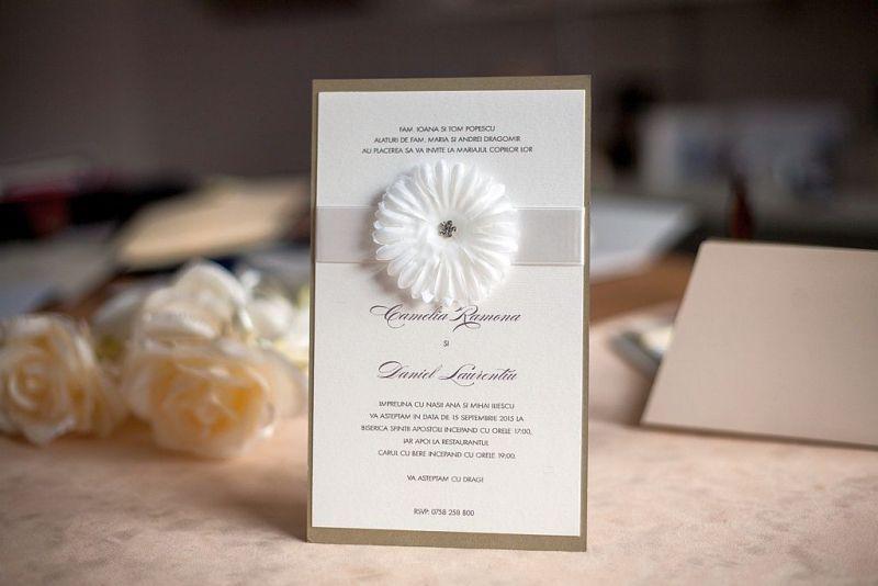 Invitatie nunta cu o superba floare cu stras - poza 3