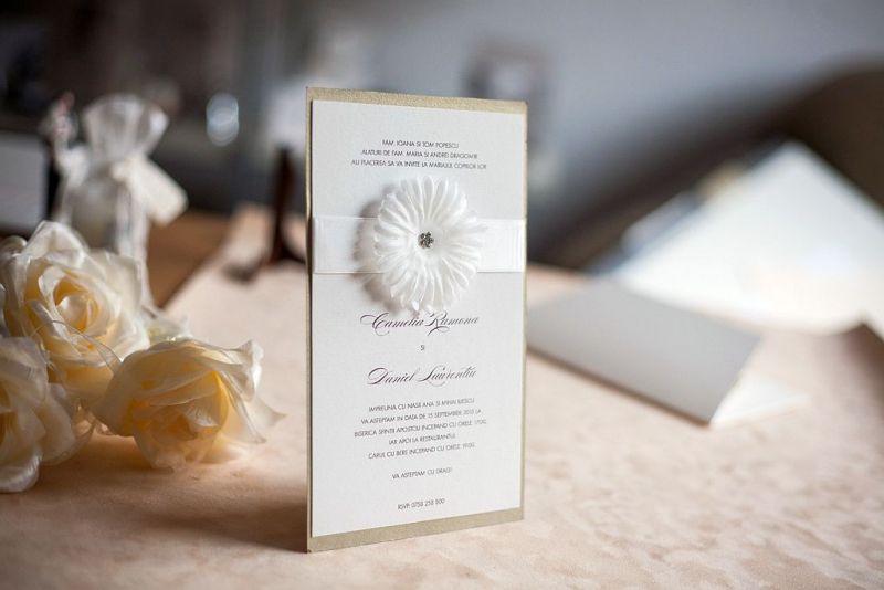 Invitatie nunta cu o superba floare cu stras - poza 4