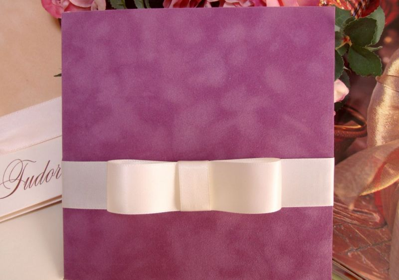 Invitatie de nunta catifea mov, funda lata satin ivoire - poza 4