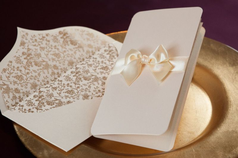 Invitatie nunta eleganta cu plic sidefat