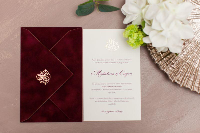 Invitatie nunta plic catifea bordeaux