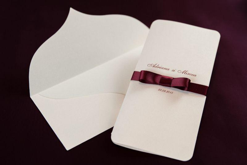Invitatii nunta cu funda visinie - poza 1