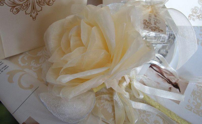 Marturie nunta trandafir matase crem cu migdale glazurate - poza 2