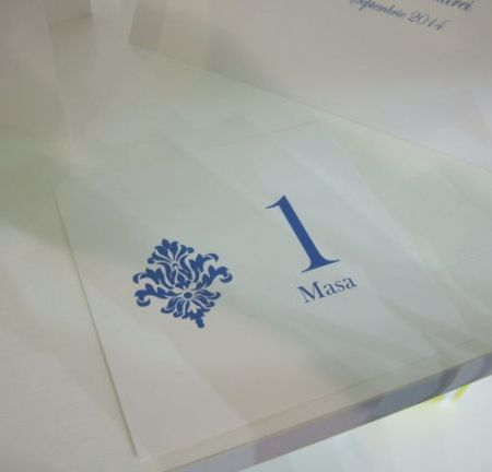 Numar de masa din carton alb usor sidefat
