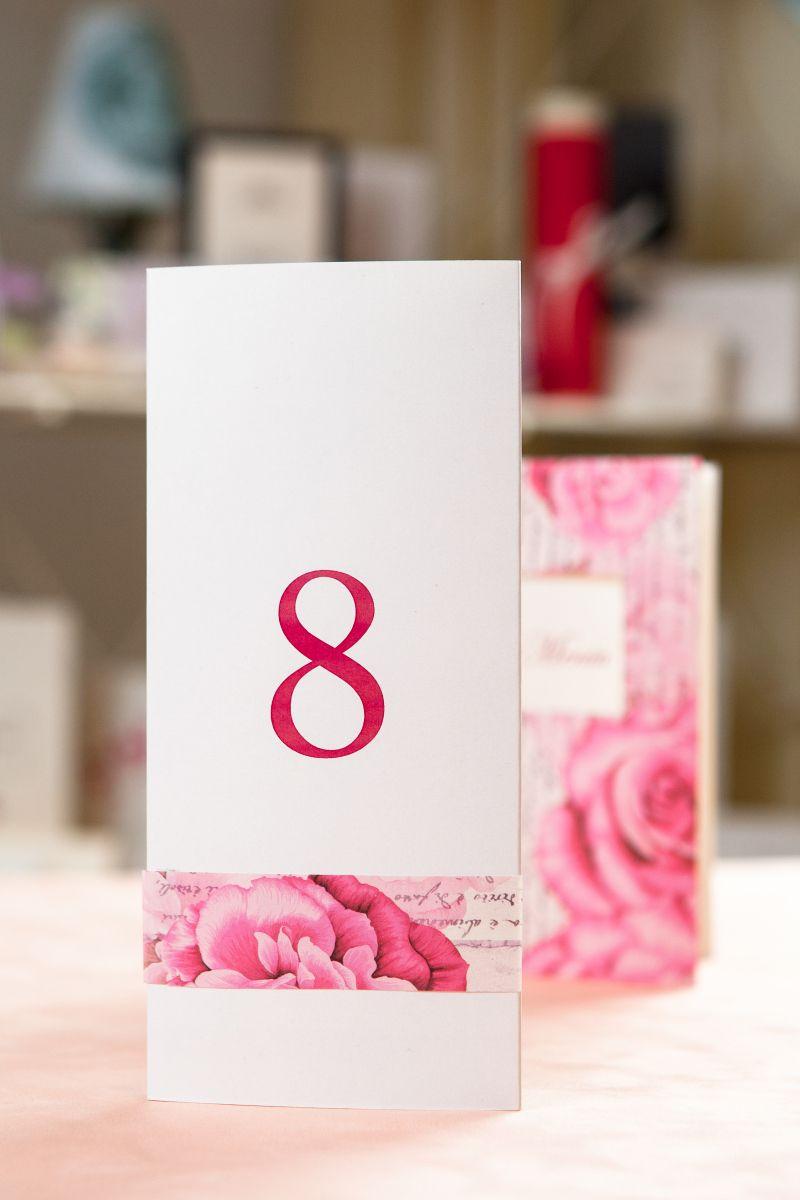 Numar masa cu trandafiri - poza 1