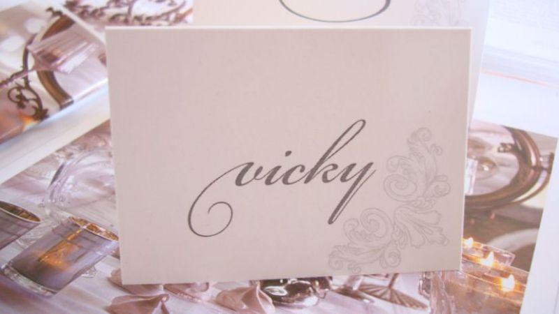 Card cu nume invitati design argintiu - poza 1
