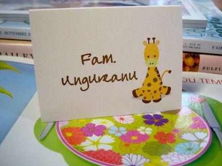 Card masa cu girafa galben si maro - poza 1