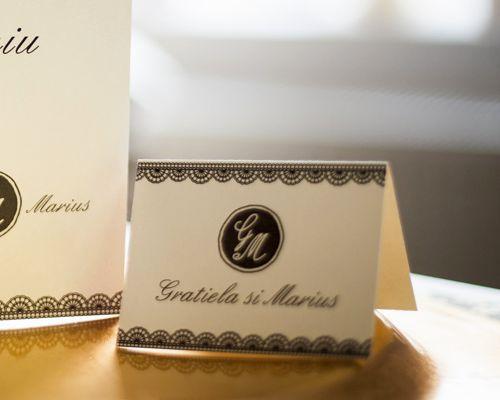 Card de masa elegant alb cu negru - poza 1