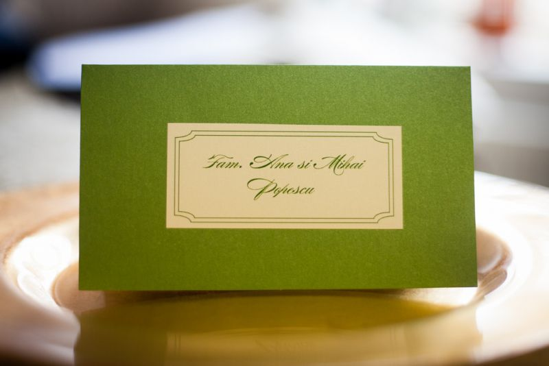 Carton verde sidefat  si eticheta cu nume invitati - poza 2
