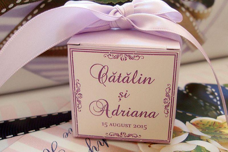 Cutie marturii nunta lila personalizata cu nume mirilor - poza 1