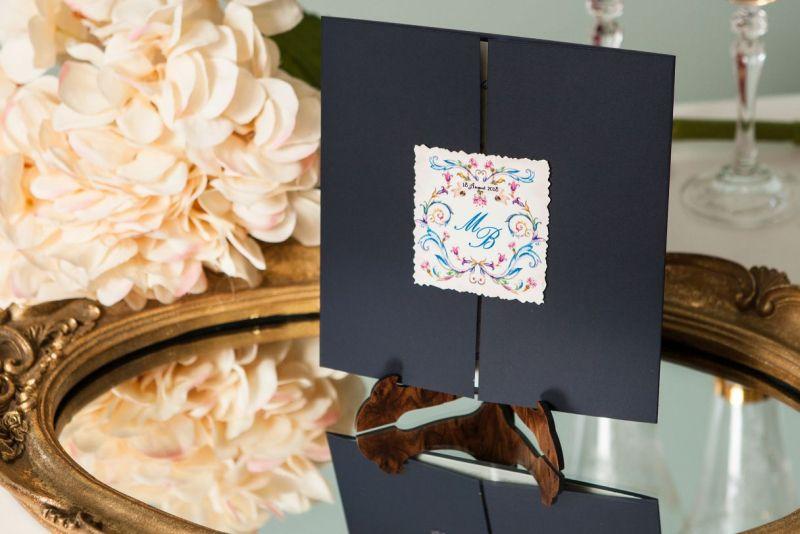 Invitatie nunta albastra cu eticheta personalizata - poza 1