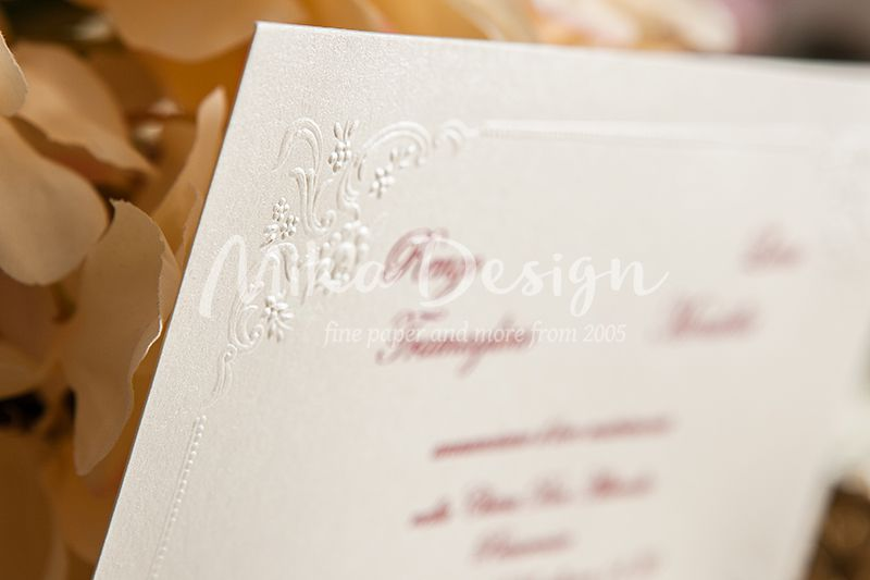 Invitatie nunta crem sidefat cu design perlat in relief - poza 1