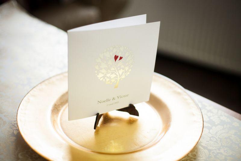 Invitatie nunta cu pomisor  auriu si inimioare rosii - poza 3