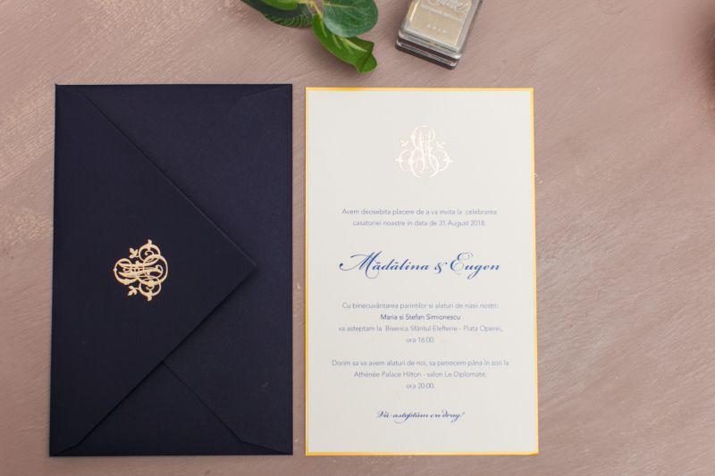 Invitatie nunta eleganta cu monograma aurie - poza 1