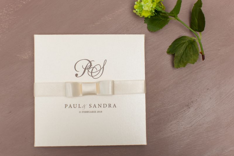 invitatie nunta in cutie ivory