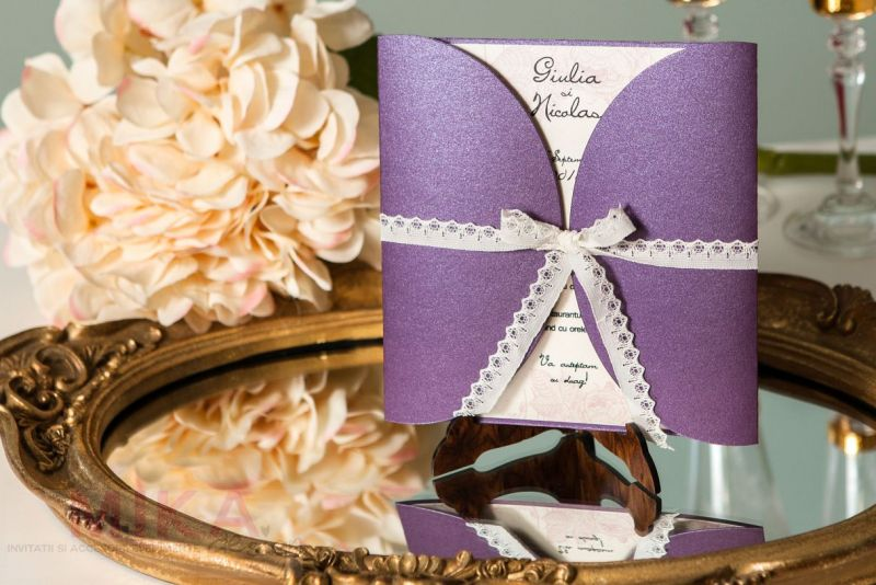 Invitatie nunta mov sidefat cu trandafiri vintage - poza 1