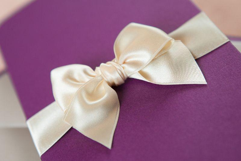 Invitatie nunta mov sidefat - poza 2