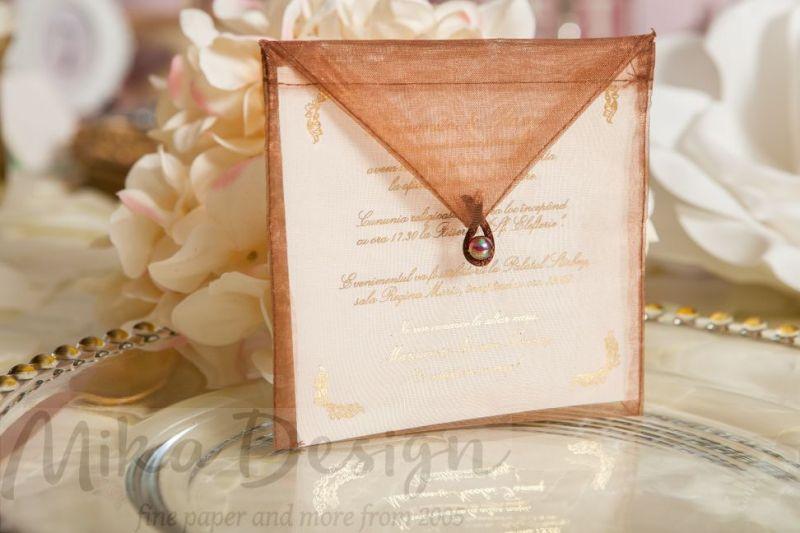 Invitatie nunta plic organza maro - poza 1