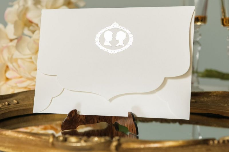 Invitatie nunta vintage cu plic camee auriu - poza 4