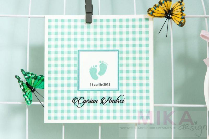 Invitatii botez cu talpite verde menta, carouri - poza 1