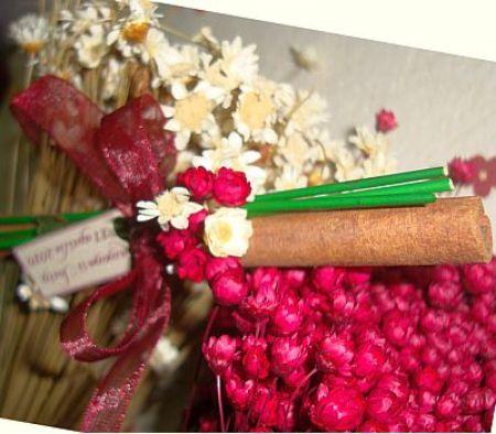 Marturie nunta, baton scortisoara decorat cu floricele uscate - poza 2