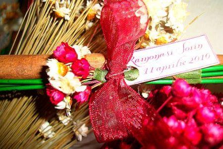 Marturie nunta, baton scortisoara decorat cu floricele uscate - poza 3