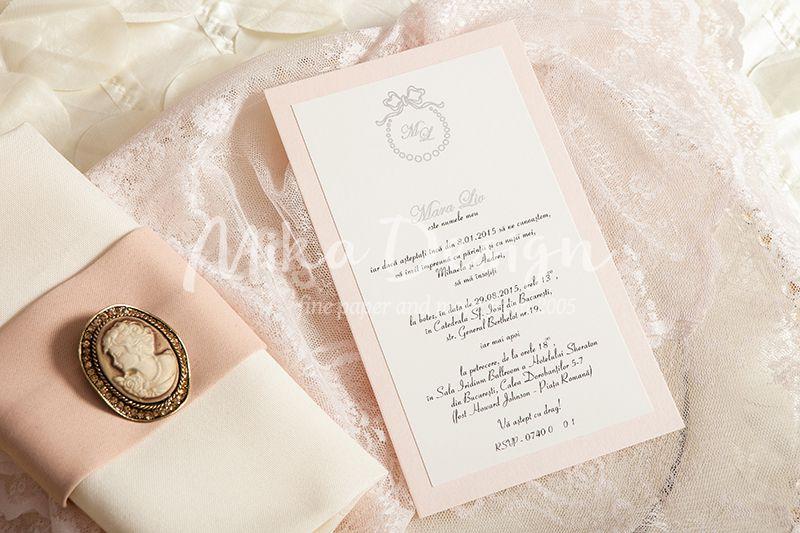Invitatie botez eleganta cu monograma argintie