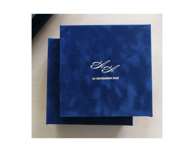 Invitatie cutie din catifea albastra