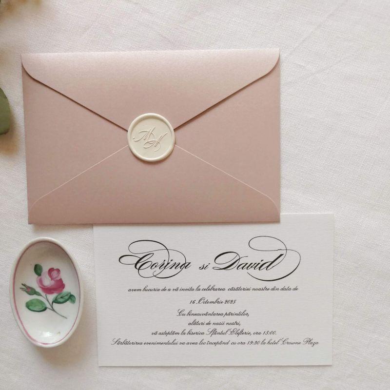 Invitatie eleganta cu plic sidefat si sigiliu alb