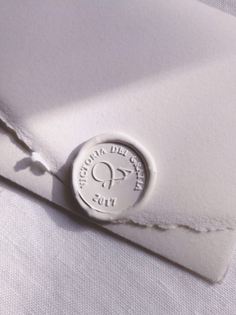 Invitatie hartie manuala cu sigiliu alb - poza 3