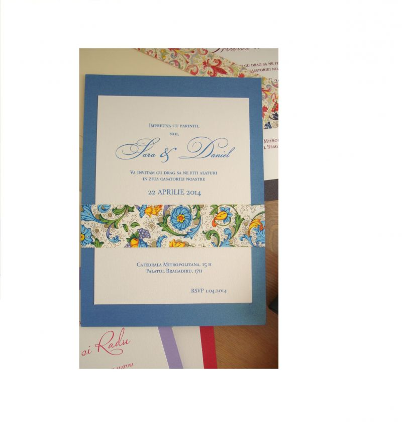 Invitatie nunta cu esarfa din hartie decorativa albastru si auriu - poza 2