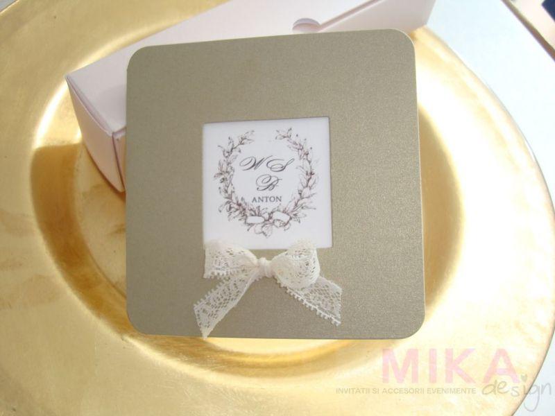 Invitatie nunta aurie cu monograma - poza 2