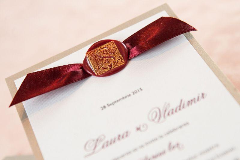 Invitatie nunta auriu cu sigiliu visiniu - poza 2
