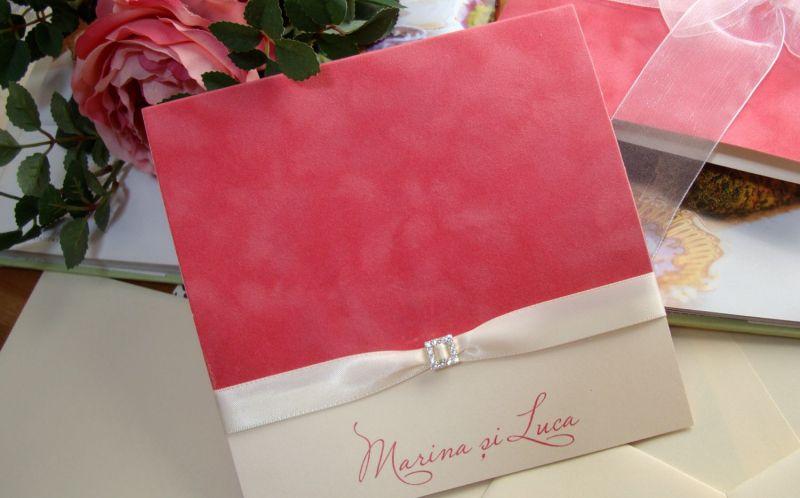 Invitatie nunta catifea decorata cu o mica catarama - poza 3