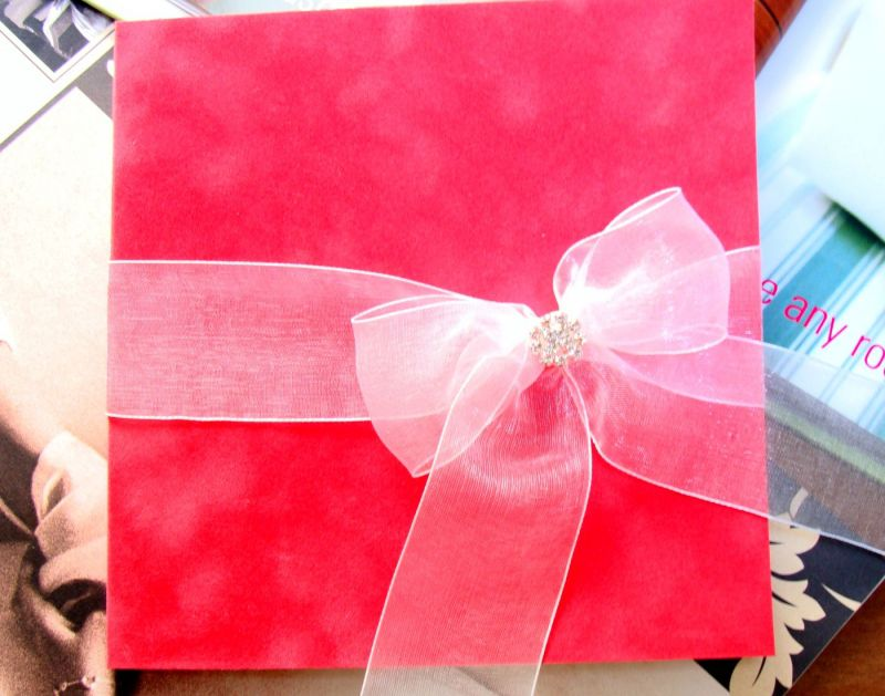 Invitatii nunta din catifea frez si funda organza si accesoriu din cristale - poza 5