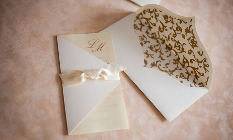 Invitatie nunta crem cu funda satin - poza 4