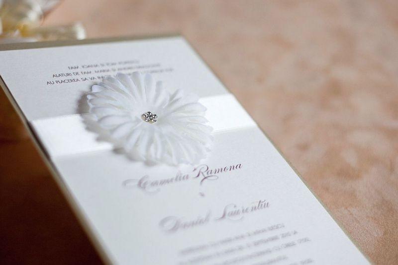Invitatie nunta cu o superba floare cu stras - poza 1