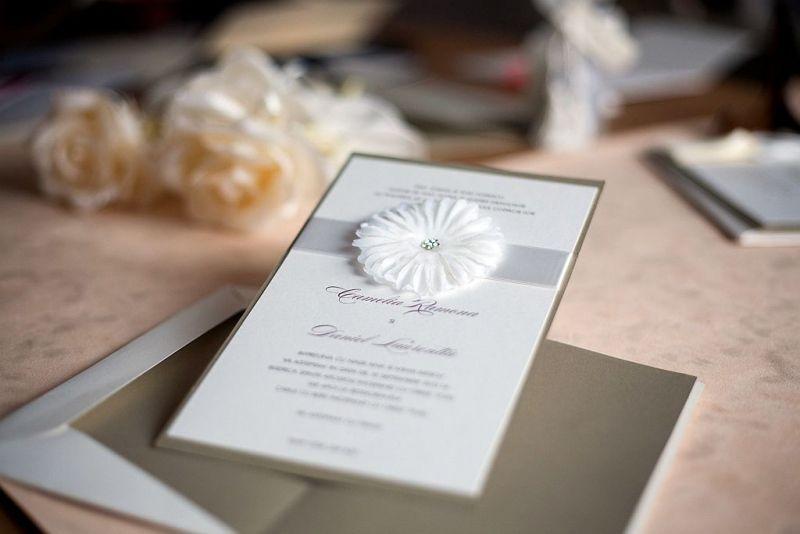 Invitatie nunta cu o superba floare cu stras - poza 2