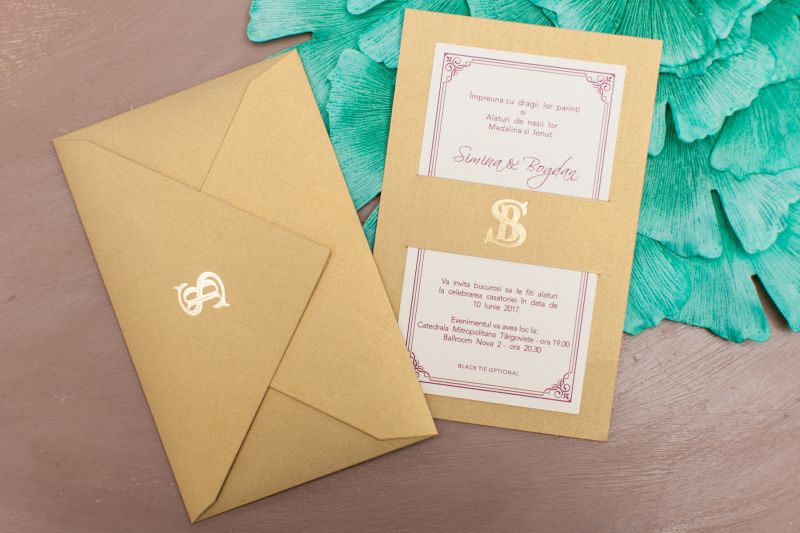 Invitatie nunta eleganta aurie cu monograma aurie