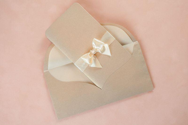 Invitatie nunta eleganta cu auriu