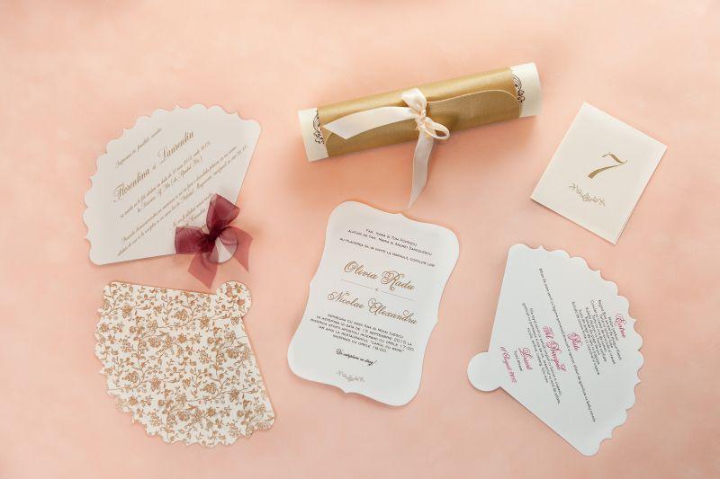 Invitatie nunta vintage cu floricele aurii - poza 2